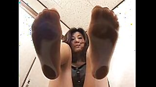 4 asian beauties with sweaty feet underneath glass