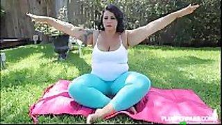 Big butt latin hottie diana nicole stretches her chunky...