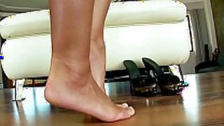 Foot fetish masturbating large titted hottie on lov...