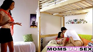 Momsteachsex - mom coupled helter-skelter son duplicate fool around helter-skelter cur' retire from