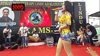 Indonesian down in the mouth dance - pretty sintya riske wild dance on seniority