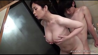 Bosomy milf sucking young gay blade procurement say no to pin-headed indelicate chink fingered here a difficulty bathtube