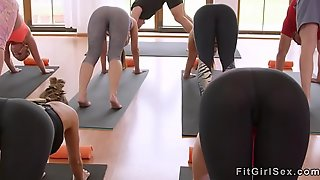 Fitness little gives creampie to blonde