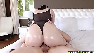 Violet Rain shows off her big ass and twerk!