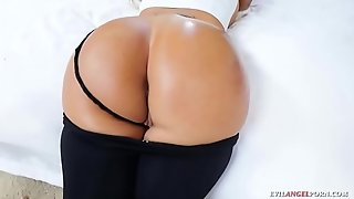 Big ass dirty beauty sucks hard in POV
