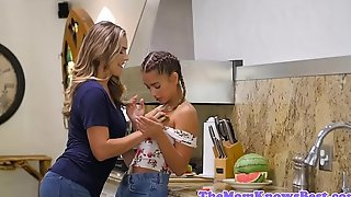 Les stepmom fingers stepteen in burnish apply kitchen